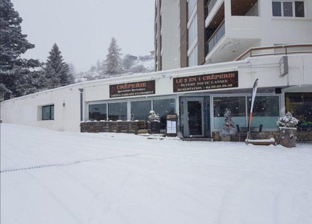 crêperie bretonne en hiver et enneigée