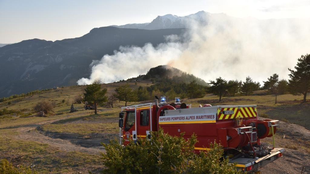 Feu de broussailles à Guillaumes, 80 pompiers mobilisés