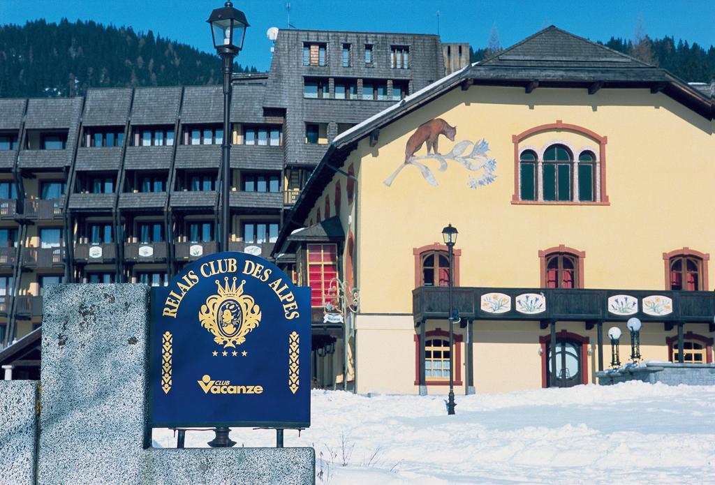 Vu de face du local du relais des alpes en hiver