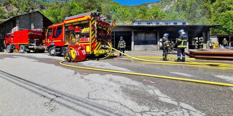 «Tout a brûlé, mais on va rebondir», le témoignage poignant du patron dont l'entrepôt est parti en fumée à Guillaumes
